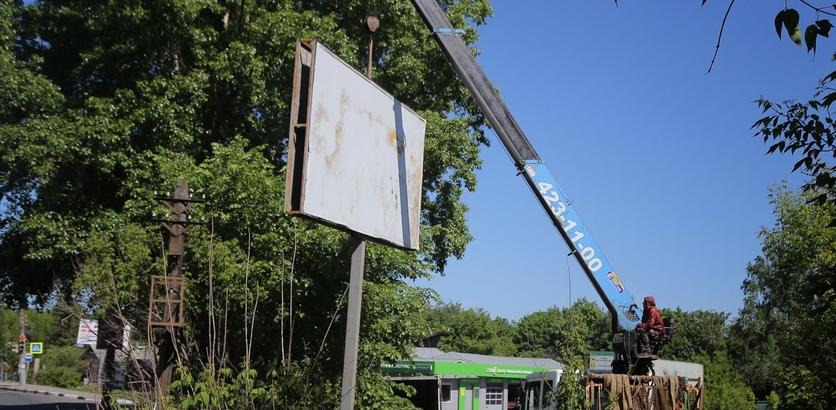 25 незаконных рекламных конструкций убрали в Нижнем Новгороде
